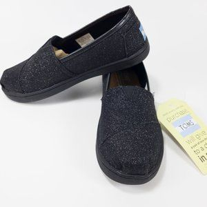 NWT Youth Classic Toms in Black Glimmer - Size 1.5